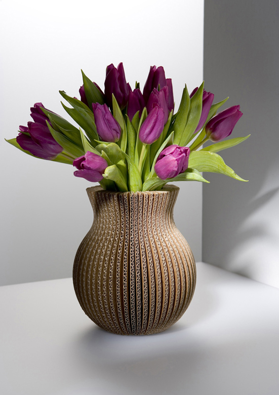 Vase en carton brun 