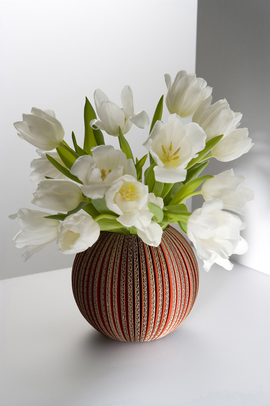 Vase boule, carton rouge